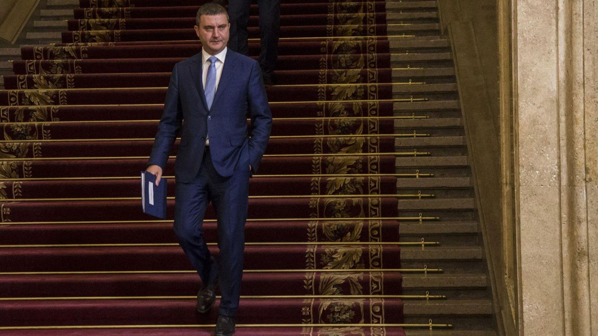 Партиите взели 6.5 млн. лв. повече заради несъвършен закон