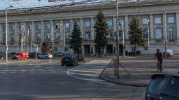 """Млад мъж наръга друг на стадион """"Васил Левски"""", докато чистят"""