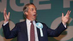 Найджъл Фараж  се отказва от лидерския пост на бившата Партия на Брекзит