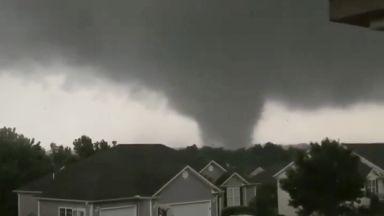 Мощно торнадо удари Мисури (видео)