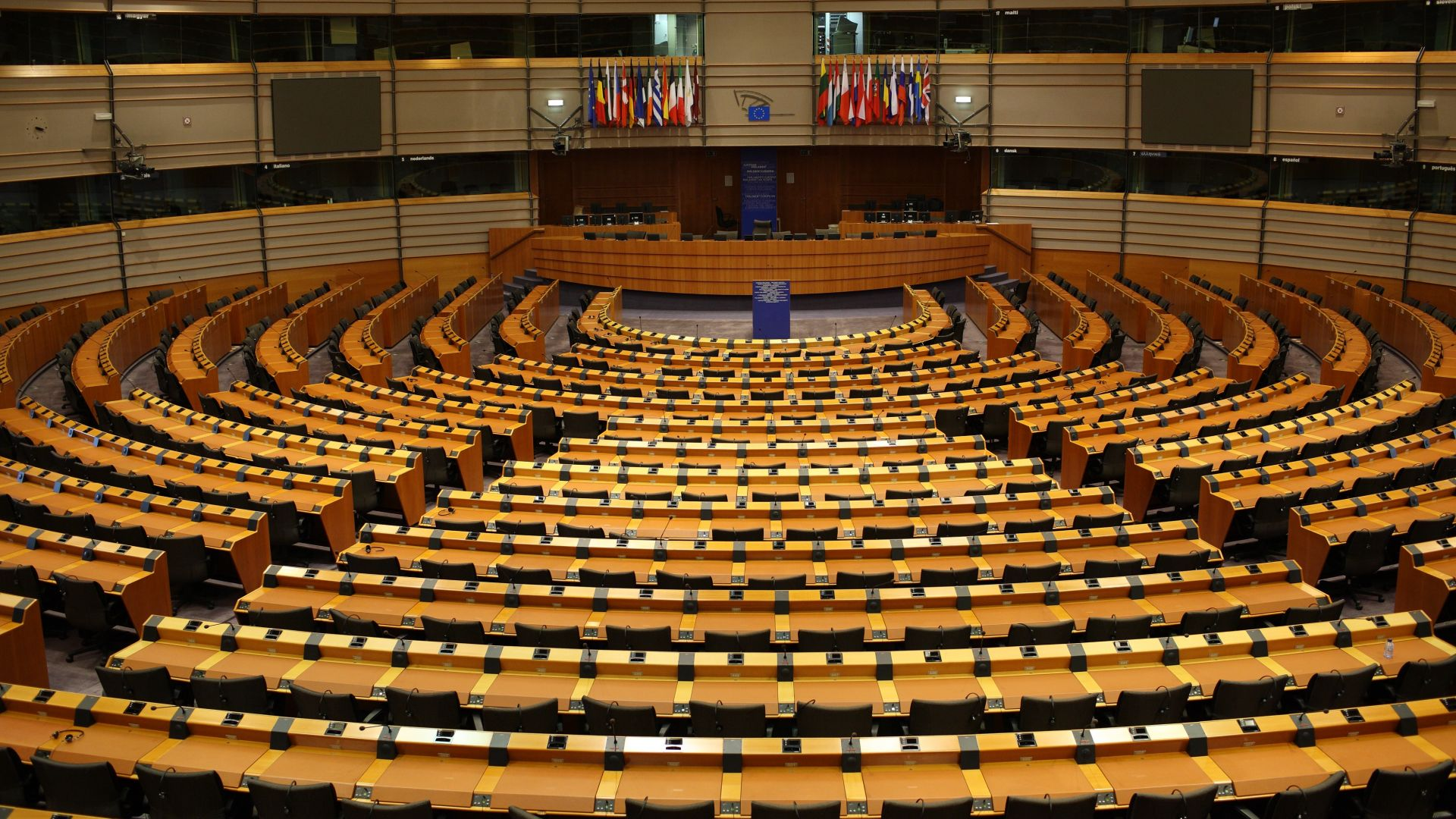 Левицата и десницата споделяха властта в Европейския парламент почти без