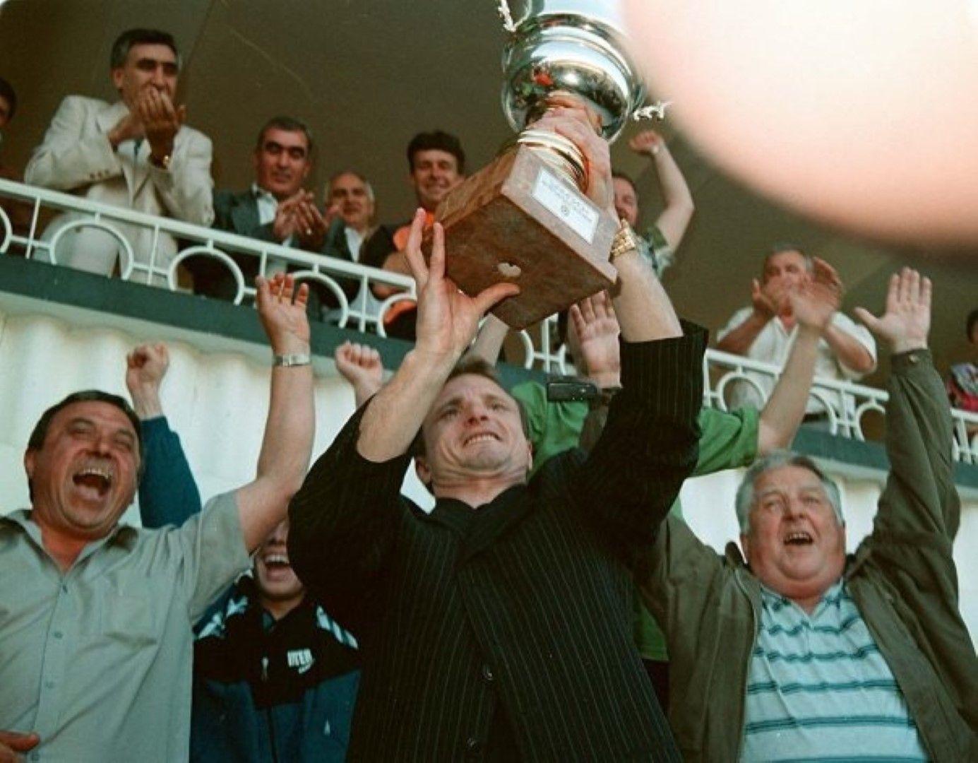 Гриша Ганчев вдига историческата първа титла през 1998 г.