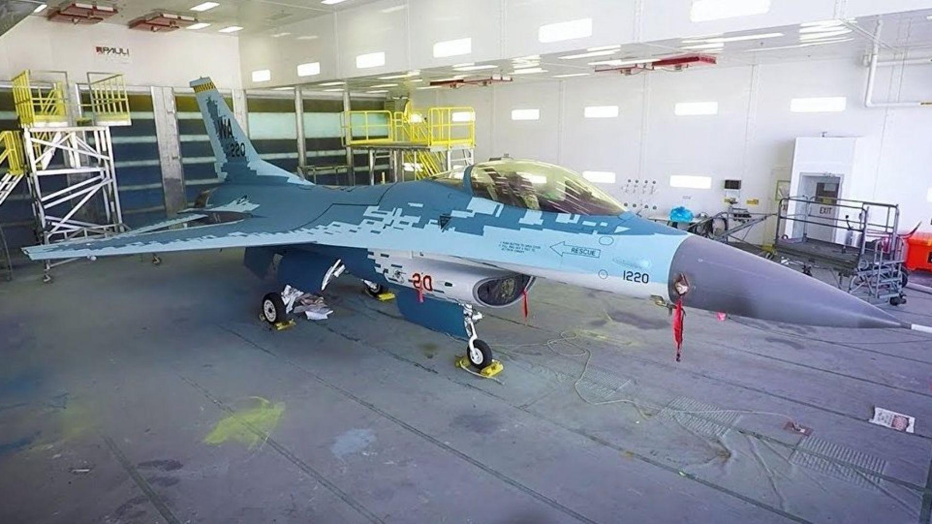 F-16 имитира Су-57 (снимки)