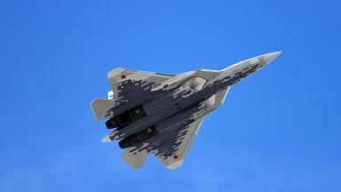 Записаха зловещия звук на Су-57 (видео)