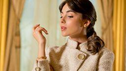 """""""Най-красивата абитуриентка"""" Елина Крушева в стил Джаки Кенеди"""