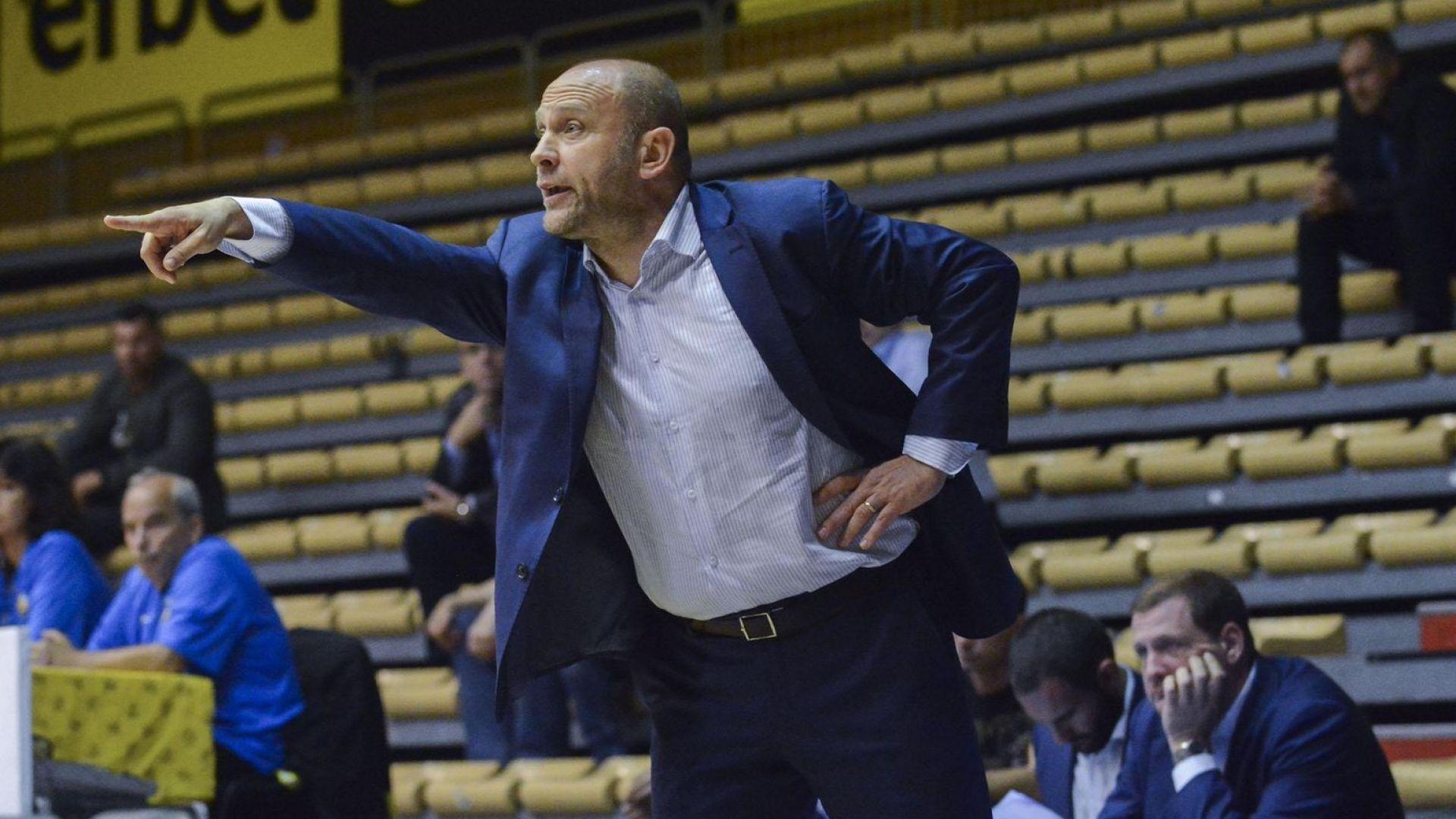 """Собствеността в """"Левски"""" няма да откаже Тити Папазов от треньорството"""