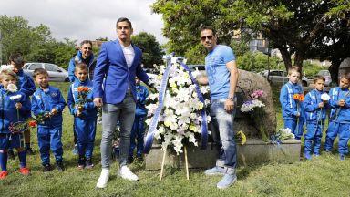 Венци и цветя за 105 години Левски (снимка и видео)