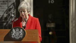 Тереза Мей обяви през сълзи, че подава оставка на 7 юни