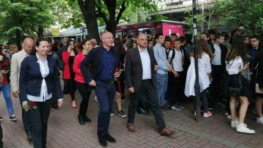 Станишев на шествието в Кюстендил: Винаги се вълнувам на 24 май! Честит празник!