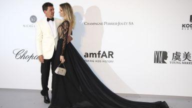 Антонио Бандерас и годеницата му събраха погледите на АМФАР галата в Кан