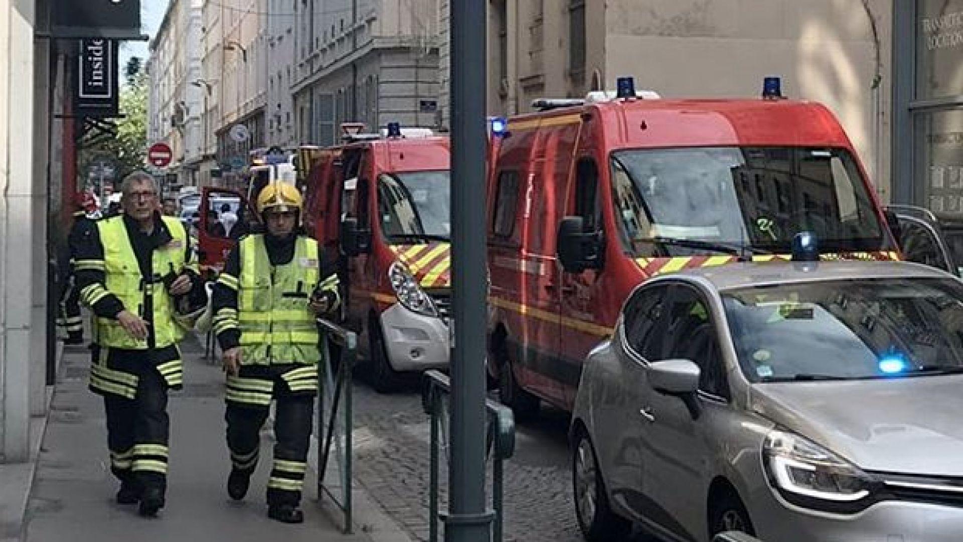 Взрив е избухнал на пешеходна улица в Лион, съобщават световните