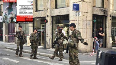 Заподозреният за атентата в Лион - с тъмни очила и армейски шал
