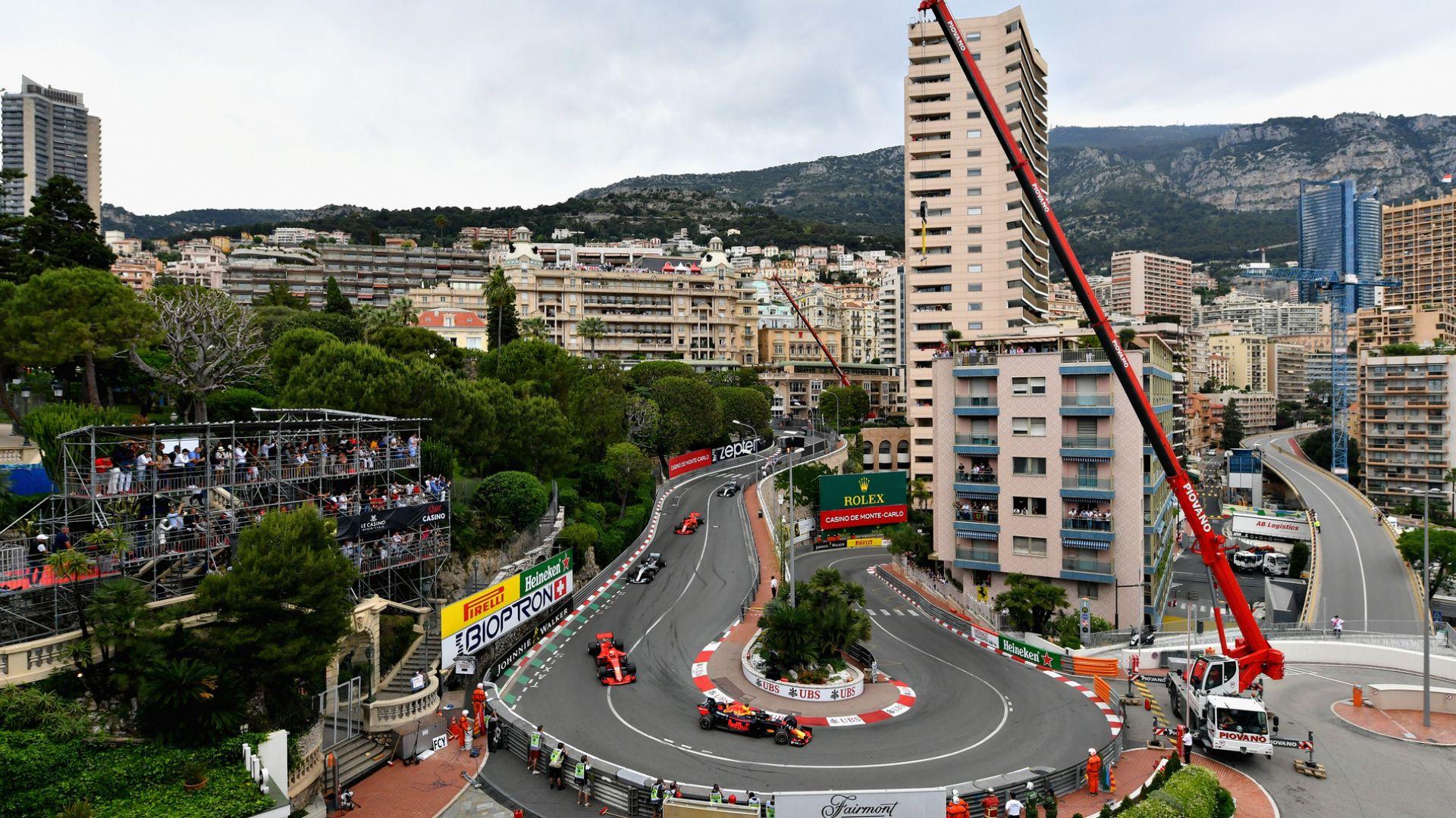 Хамилтън: Трябват промени в Монако, състезанието е скучно