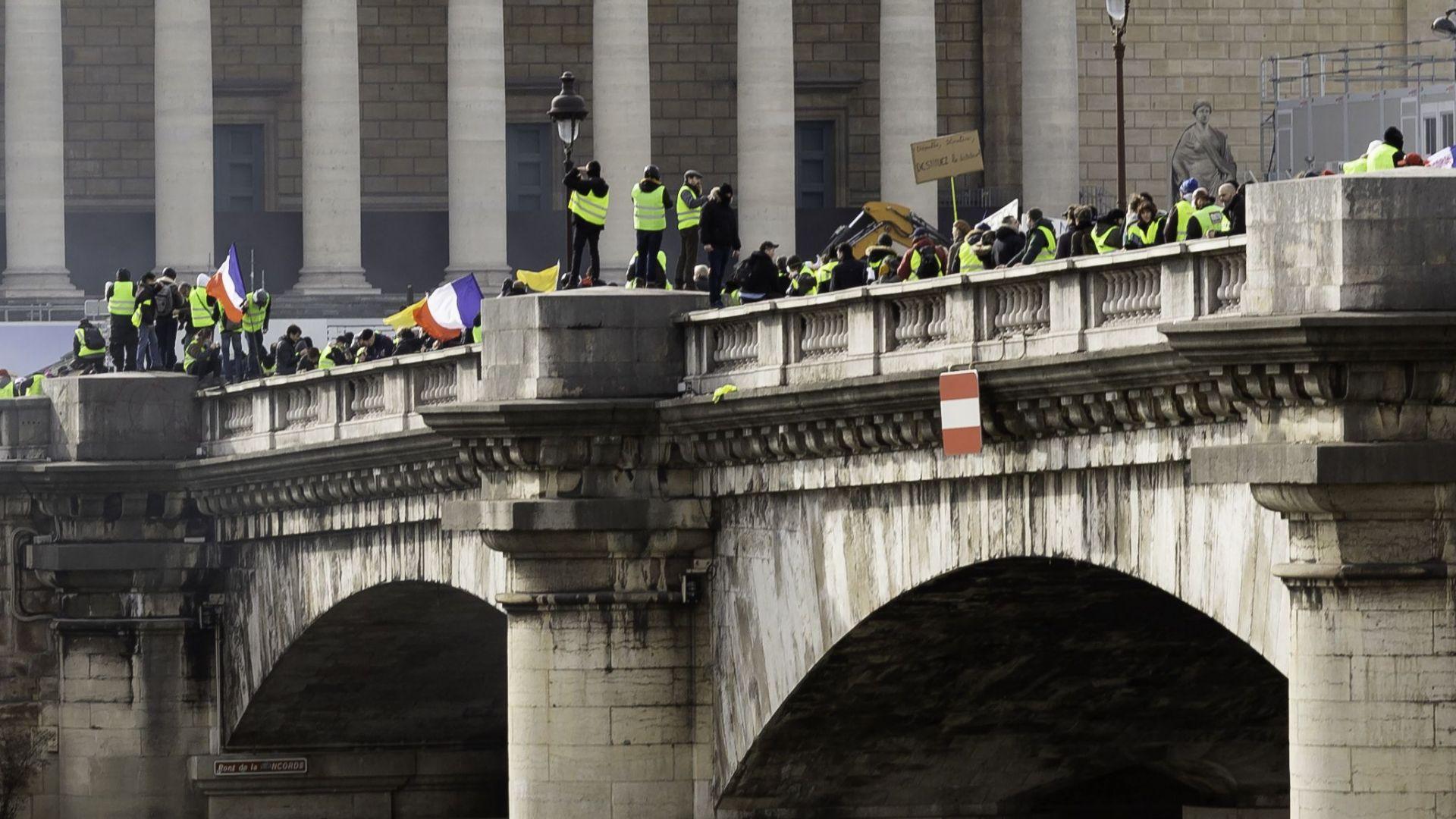 Протестиращи от френските
