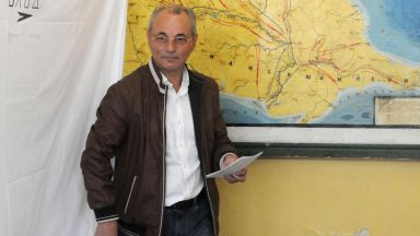 Ахмед Доган гласува в столично училище