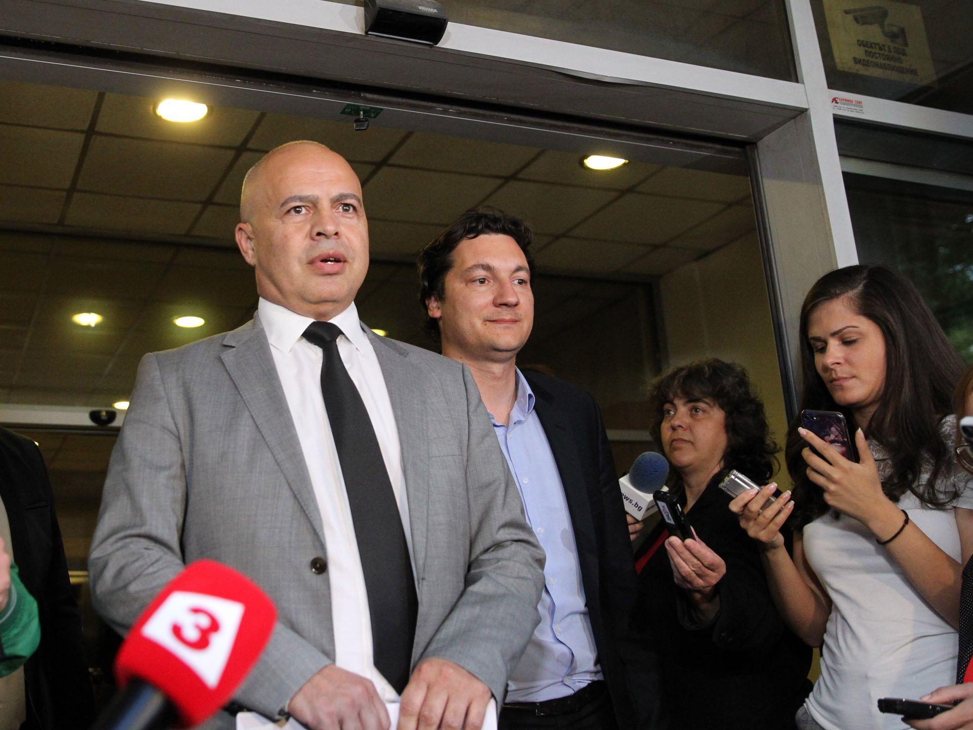 Георги Свиленски и Крум Зарков излязоха пред журналистите, но лидерът Корнелия Нинова не се появи