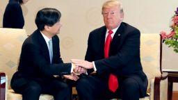 Тръмп първи се срещна с новия японски император (снимки)