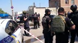 Бунт в затвора в Одеса: Пожар и масово бягство (видео)