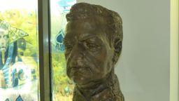Бронзова скулптура на Борис Христов получи като дарение община Пловдив