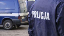 Психично болен стреля в полско училище, двама са ранени