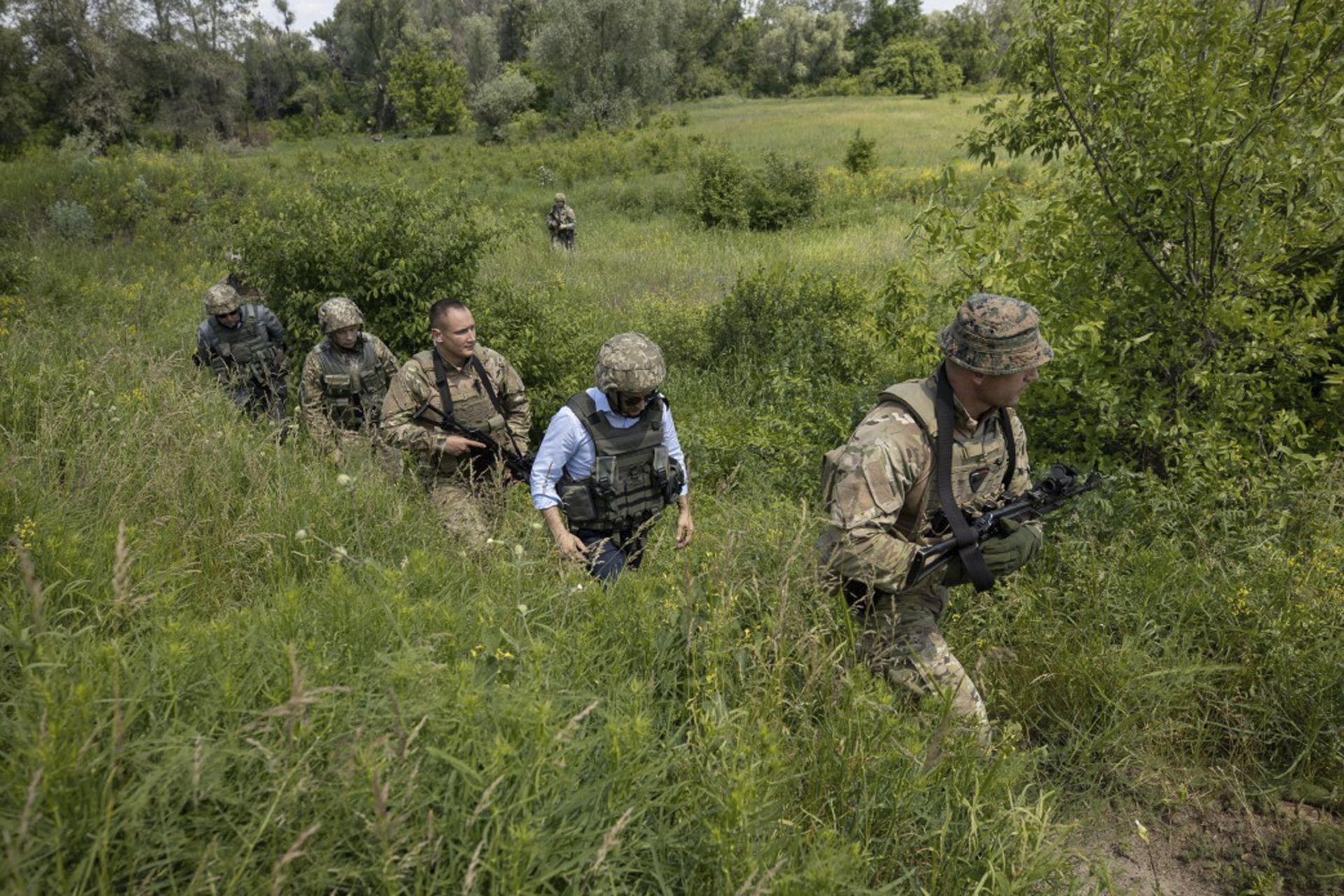Новият украински президент посети военни позиции в района на Луганск