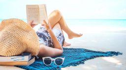 """На плажа, освен Слънцето, ни """"пържат"""" и чужди звезди"""
