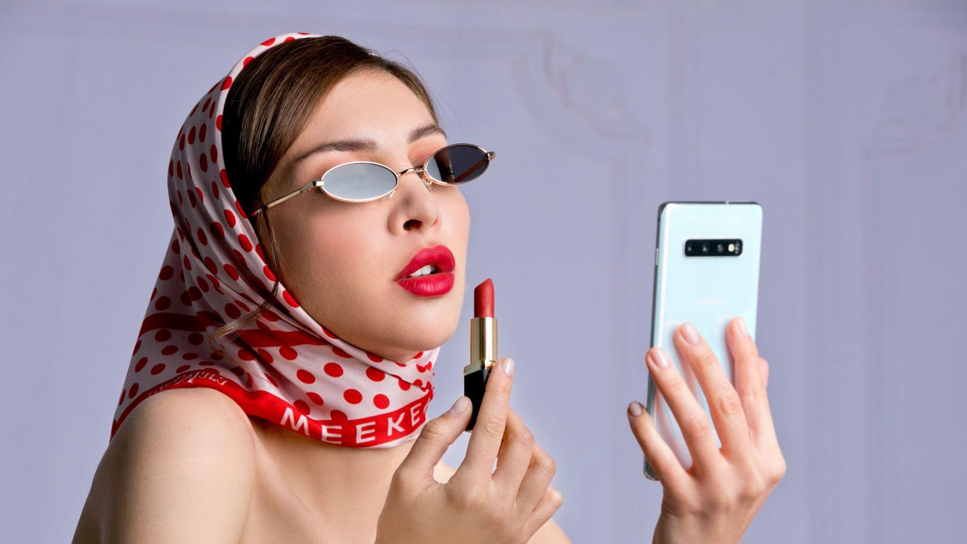 Из наръчниците на професионалните модели и техните смартфони