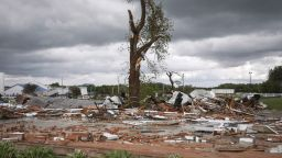 Мощни торнада  връхлетяха Охайо  и Индиана (снимки)