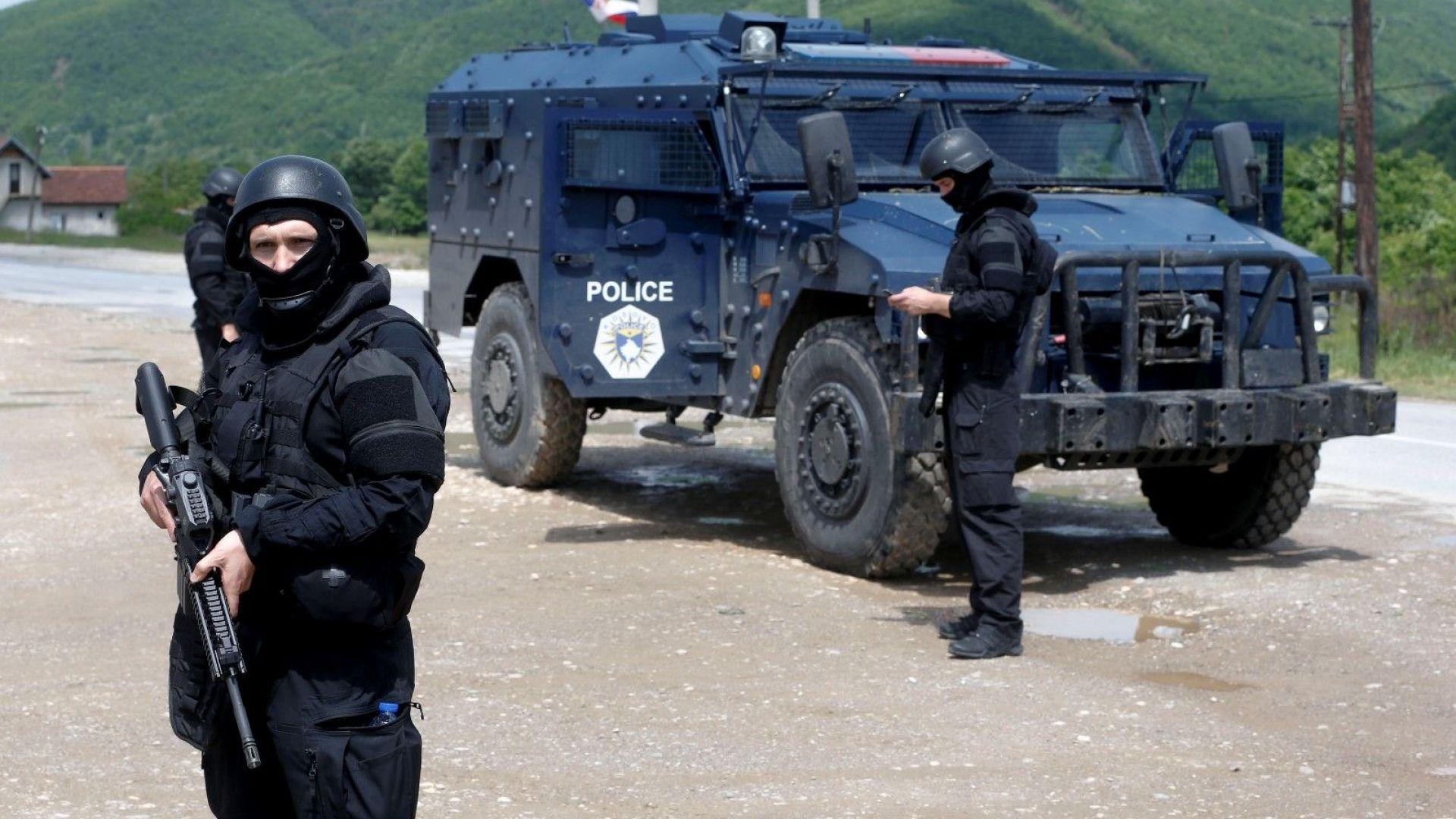 Шестима етнически сърби са задържани от косовските власти, предават Асошиейтед