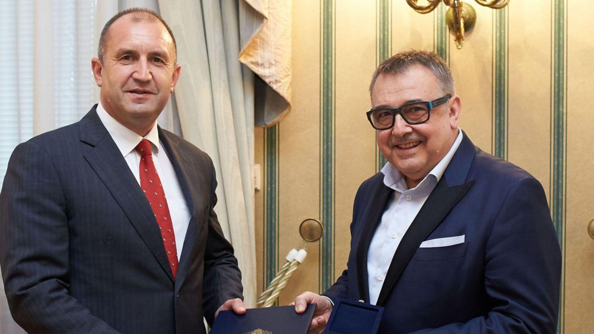 Почетен знак от президента за модния критик проф. Любомир Стойков