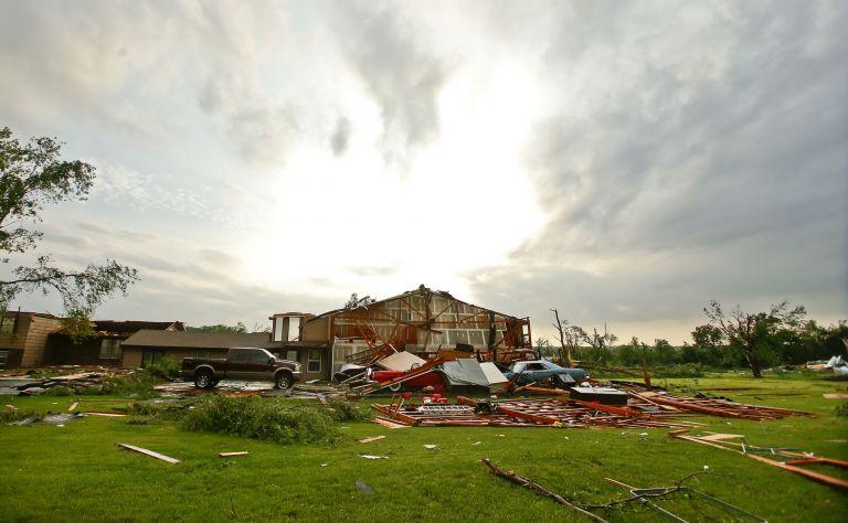 След торнадо в щата Канзас
