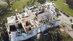 Убийствени торнада удариха САЩ (снимки)