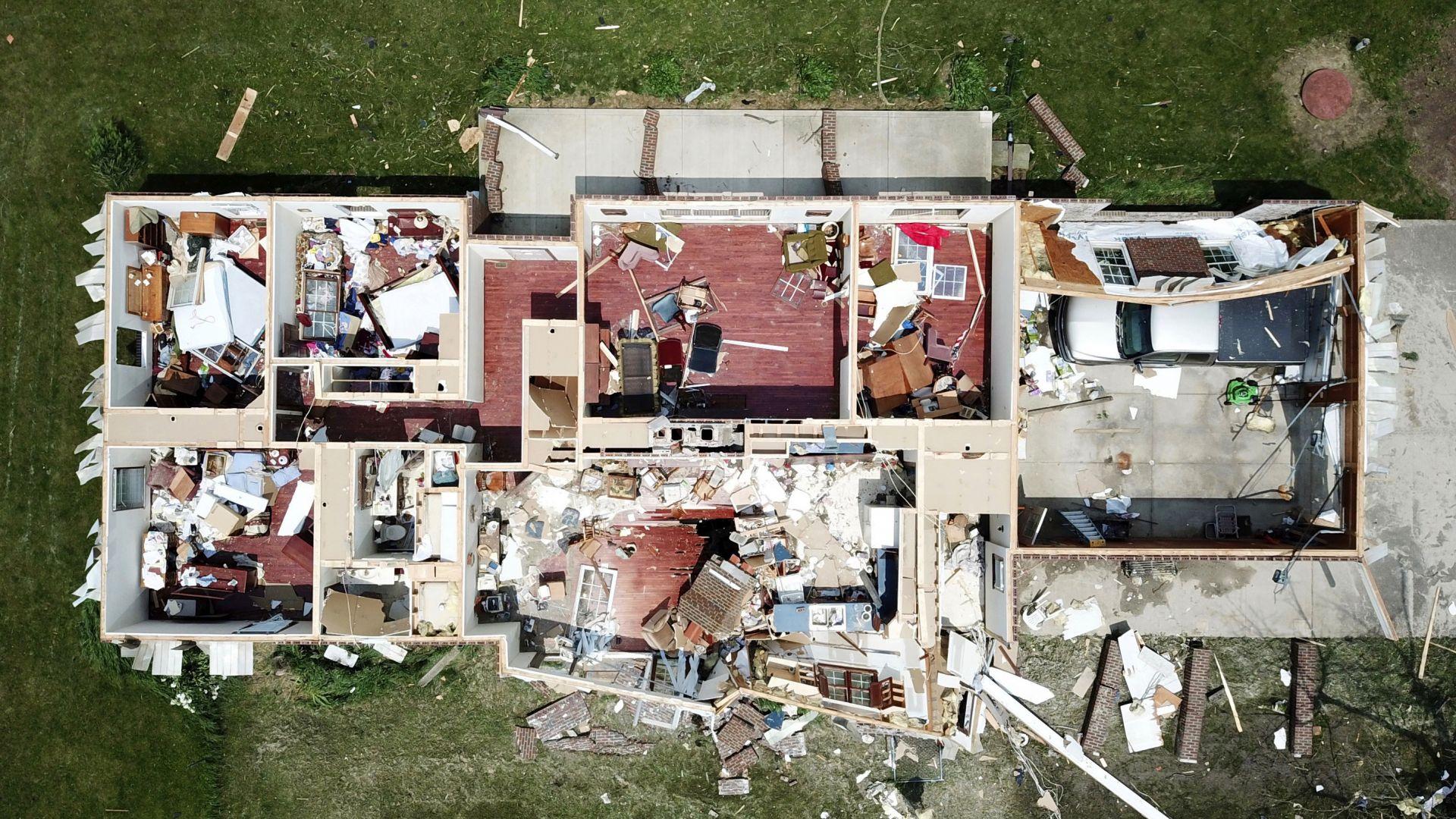 След торнадо в Охайо