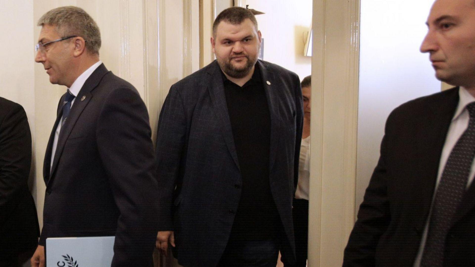 ДПС застана зад Делян Пеевски, очаква факти и доказателства от САЩ