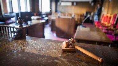 Окончателно: 20 г. затвор за пиян баща, залял сина си с бензин и го запалил