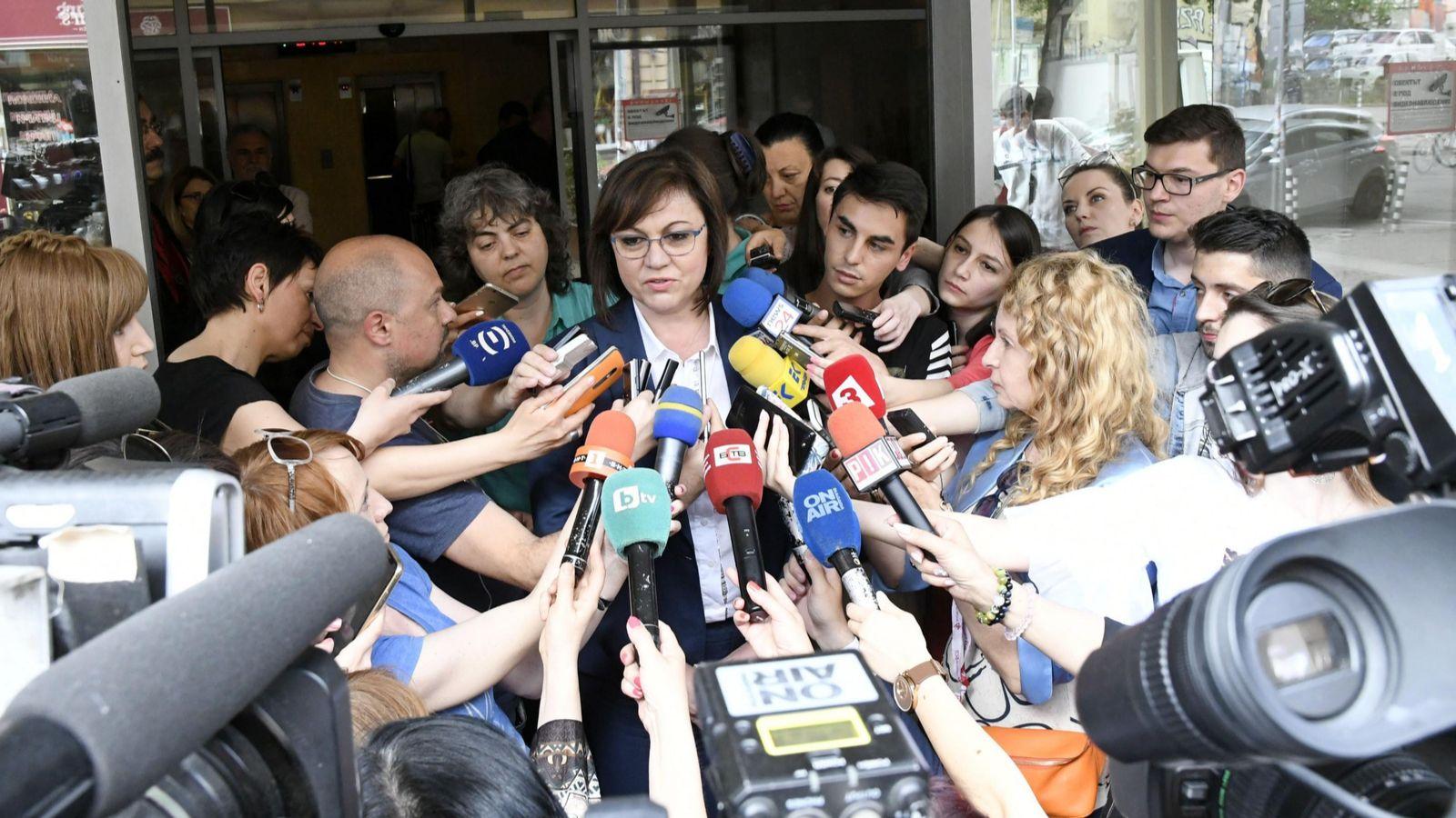 """""""За"""" и """"против"""" оставката на Корнелия Нинова"""