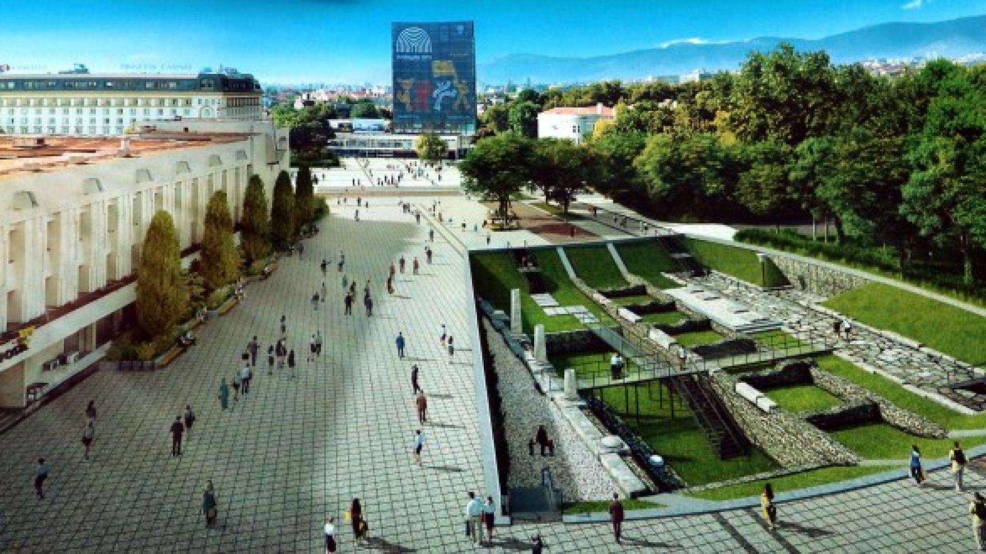 Централният площад на Пловдив с течаща река и археология в зелен килим