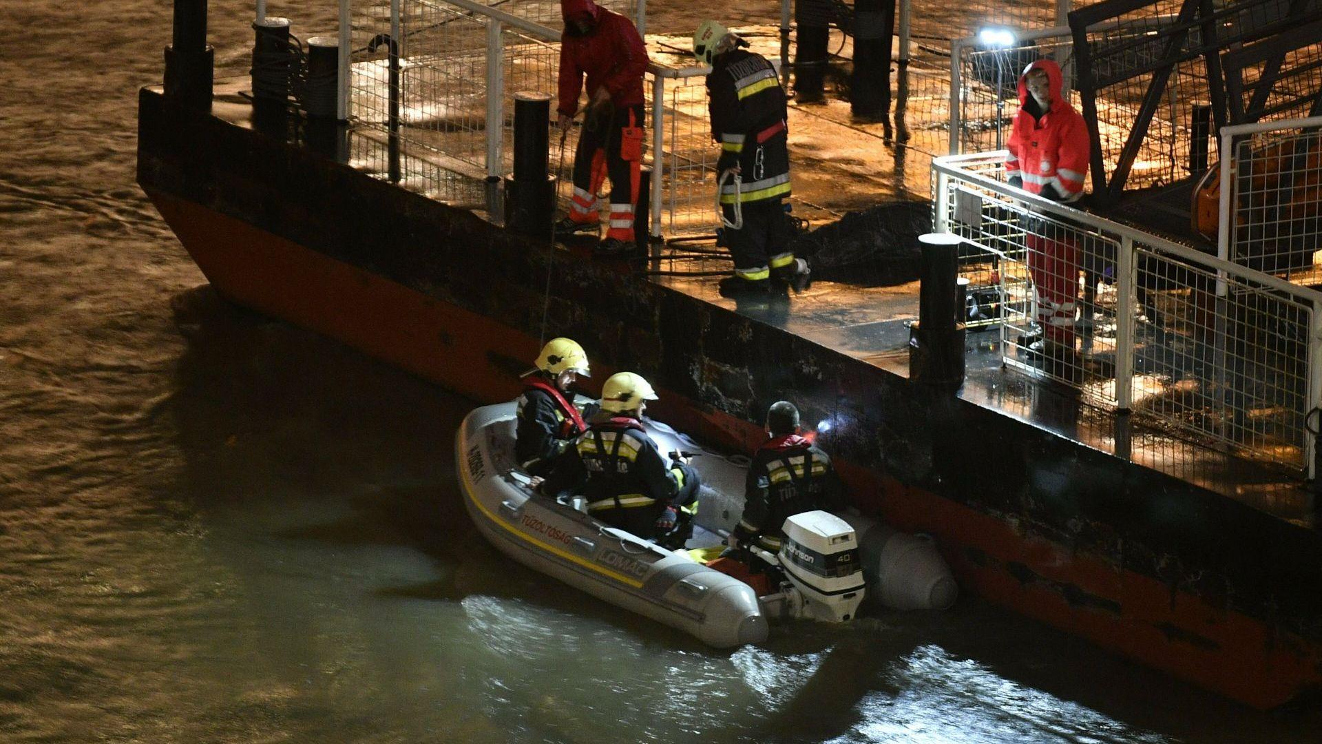 Унгарски спасители намериха единадесета жертва от потъналото корабче в Дунав