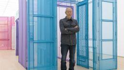 """Южнокорейски художник пресъздава текстилни """"домове-куфари"""""""