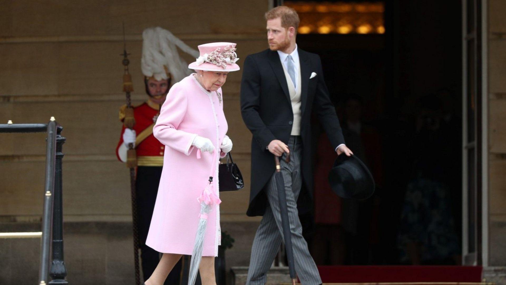 Принц Хари и Елизабет II посрещаха гости на третото чаено парти