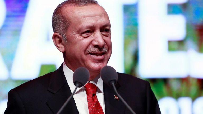 Бившият турски премиер Ахмет Давутоглу напусна партията на Ердоган