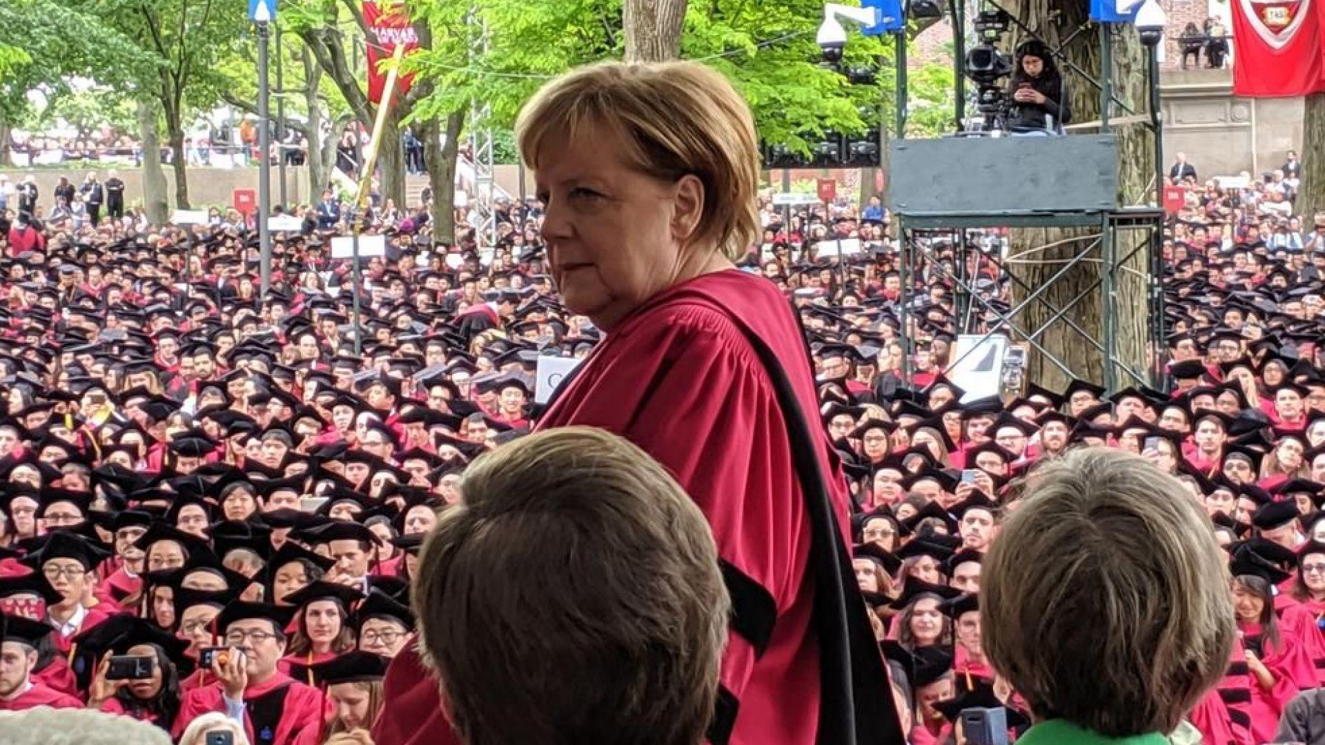 Меркел стана почетен доктор по право на Харвардския университет