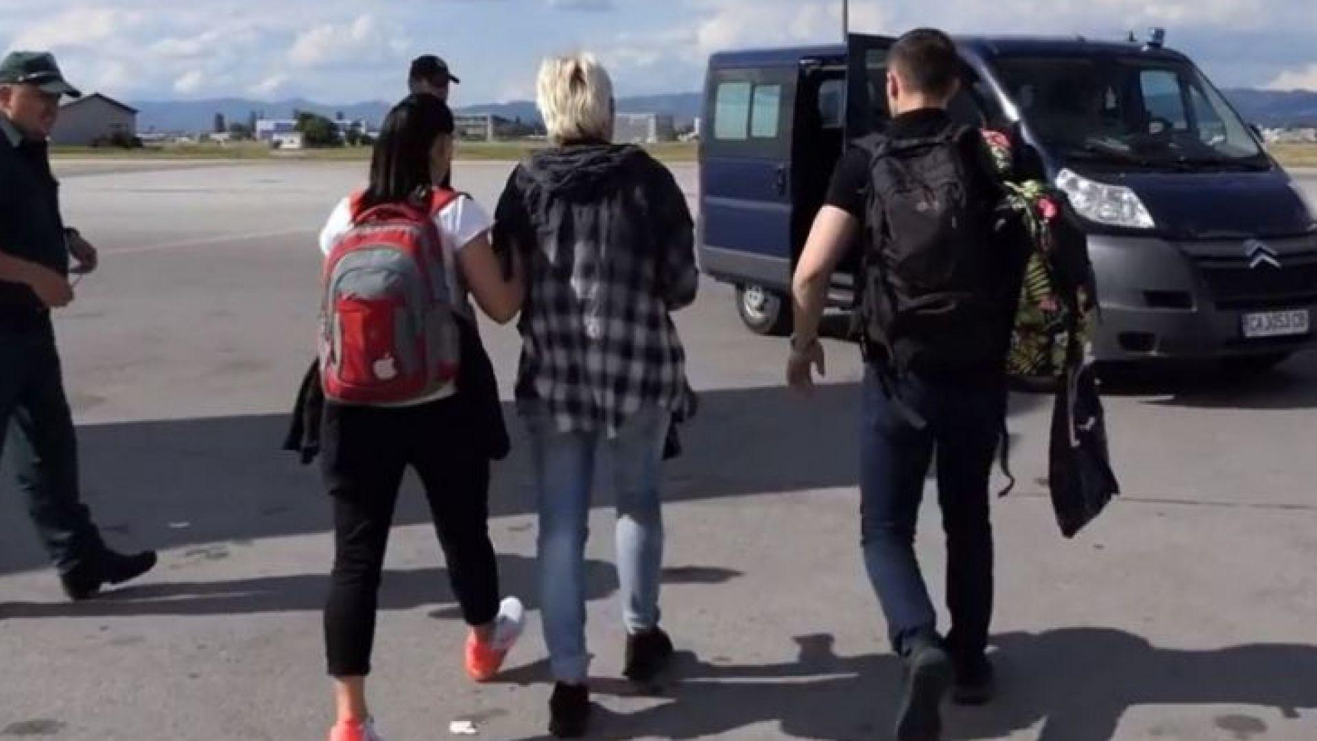 Ето как МВР ескортира Маринела Арабаджиева на българска земя (снимки/видео)
