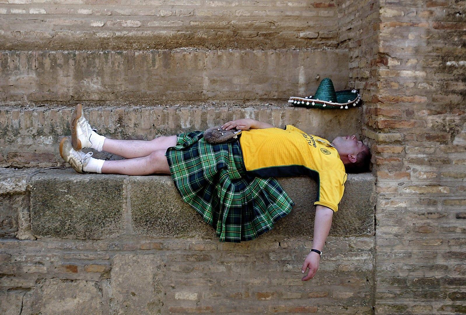 2003 г., Севиля. Феновете на Селтик бяха навсякъде, спящи, пиещи бира и пеещи, за финала срещу Порто в Купата на УЕФА.