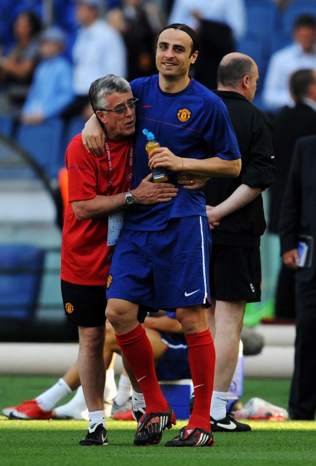 2009 г. Рим. Димитър Бербатов се забавлява на тренировката преди финала срещу Барселона.