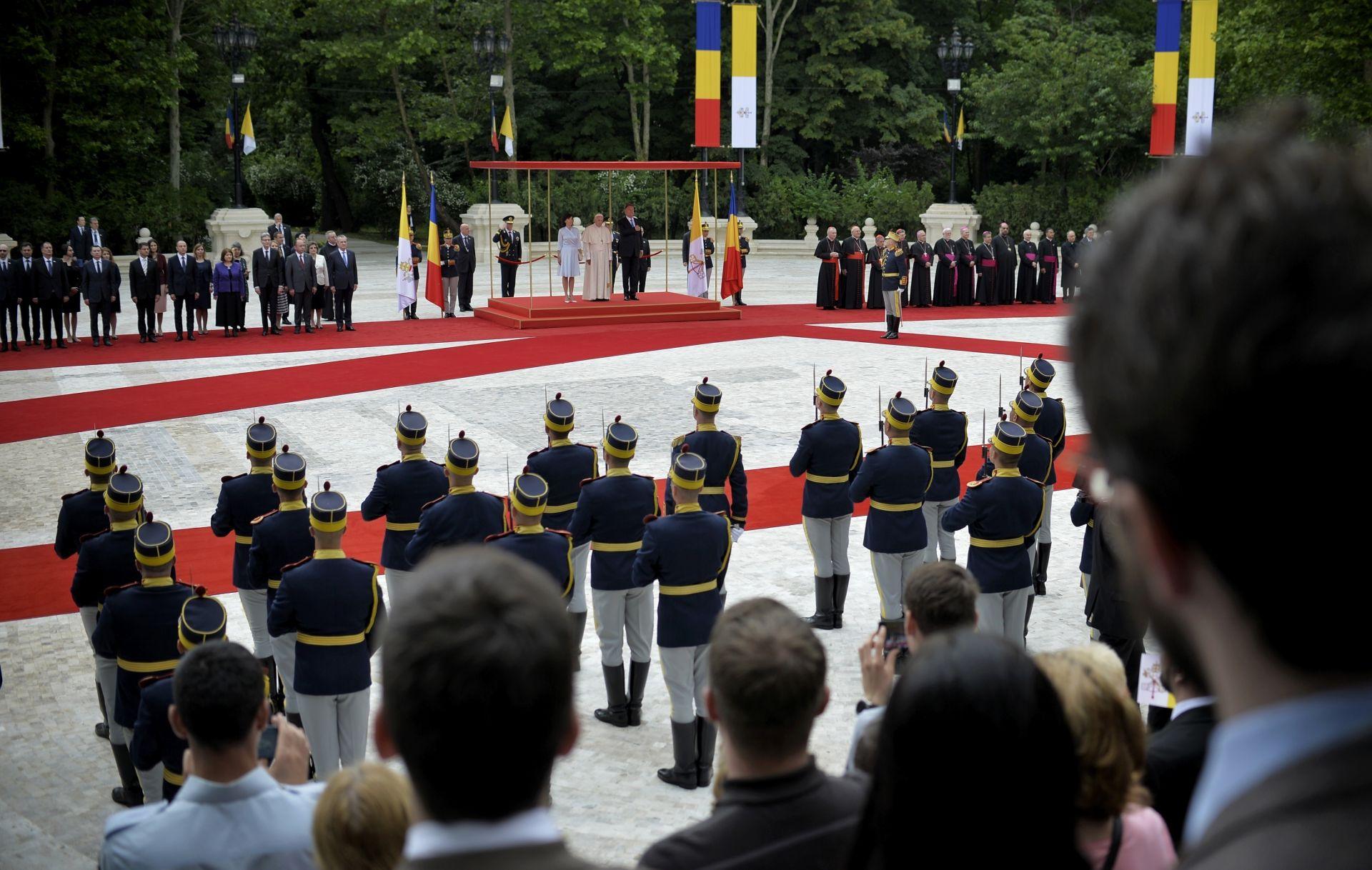 Посрещане на папата в Румъния