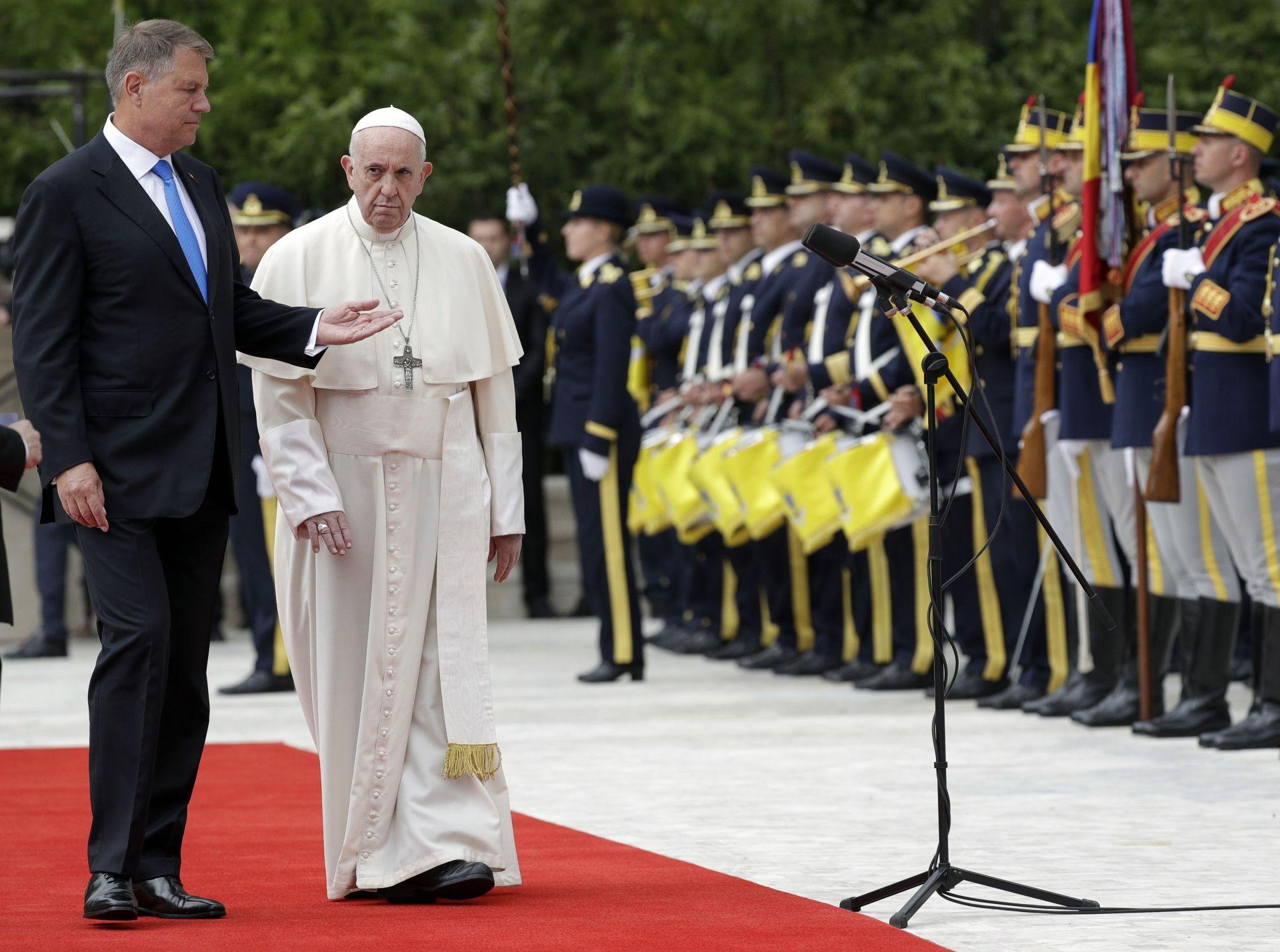 Официална церемония по посрещане на папата в Румъния