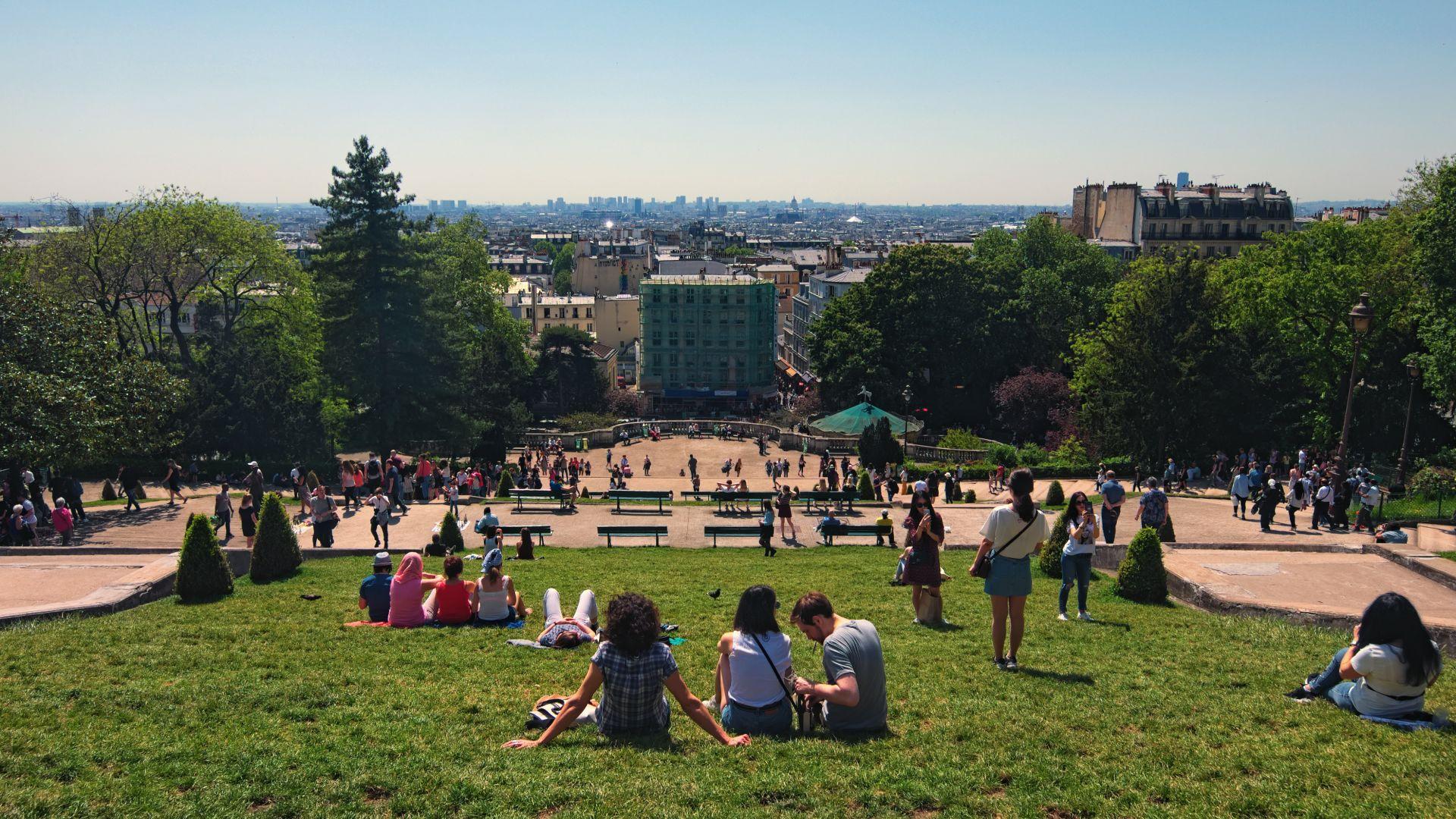 Париж забрани пушенето в 52 обществени паркове и градини