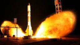 Русия изстреля най-мощната си ракета (галерия)