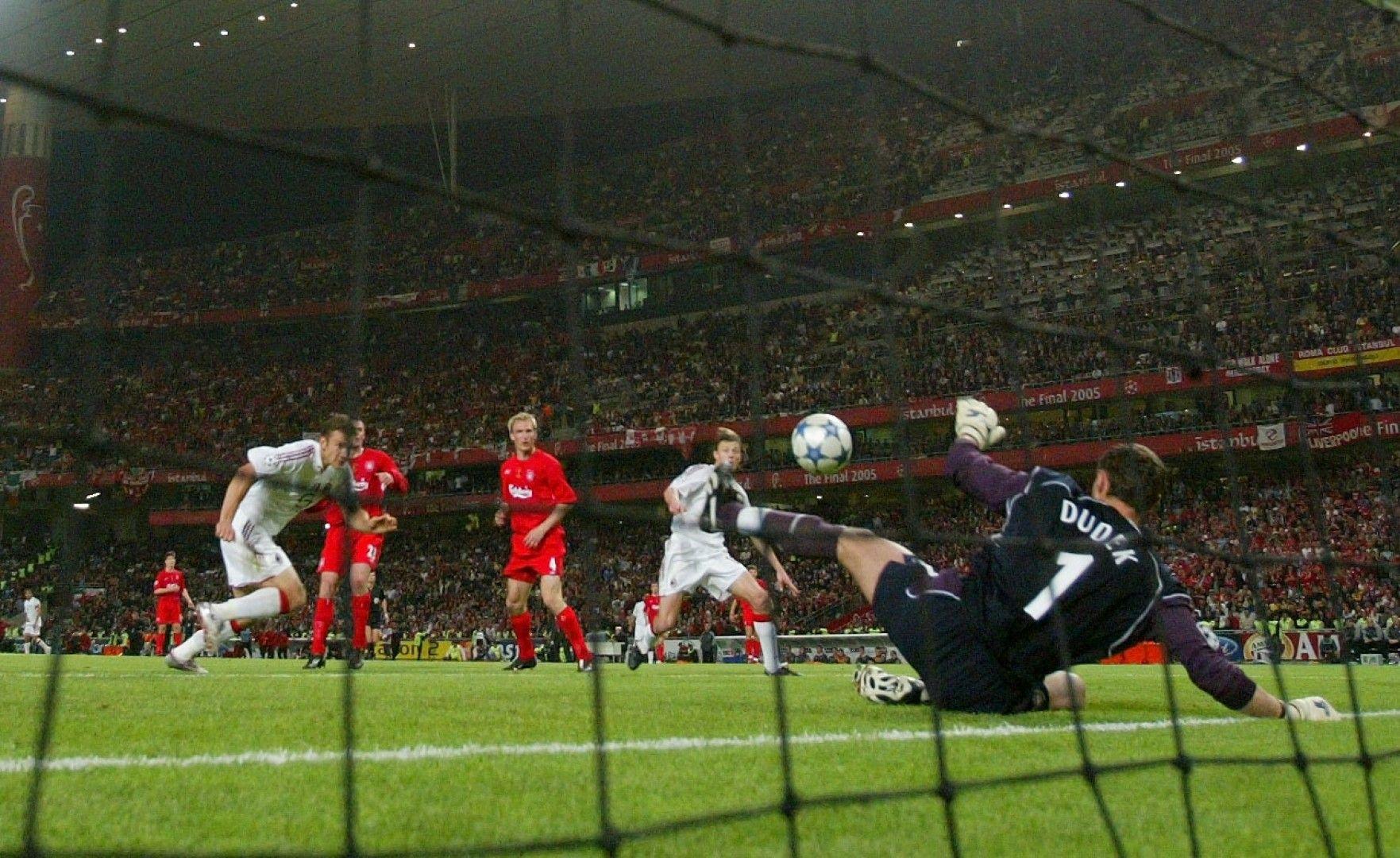 2005 г., Истанбул. Шевченко изпуска от 2-3 метра при паднал вратар. Невъзможно!? Името на Ливърпул вече е гравирано върху купата...